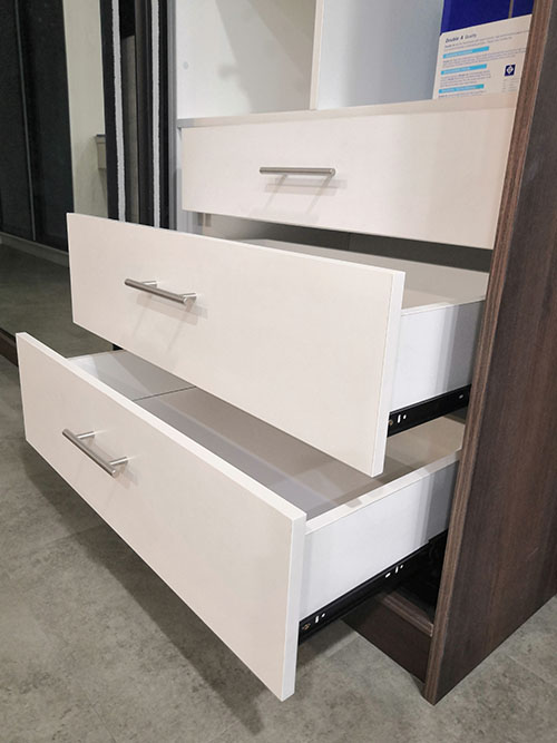 Drawer with fully extend 3-tier runner (no soft close)
